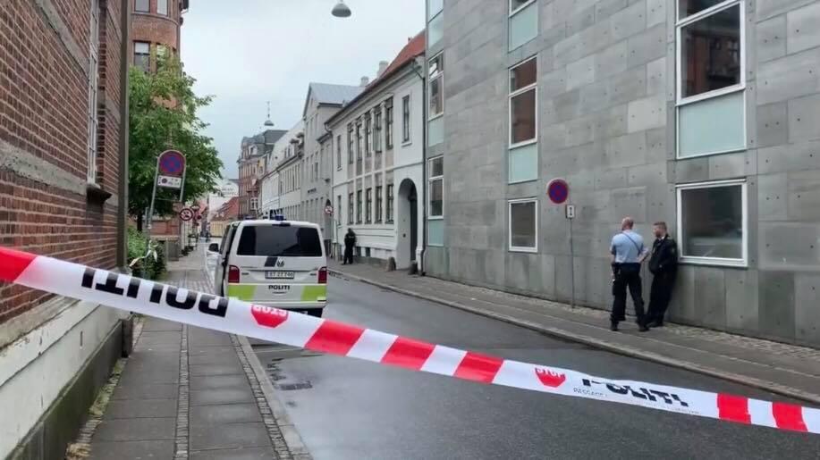 LIGE NU: Politiet i hemmelig auktion - flere gader spærret af