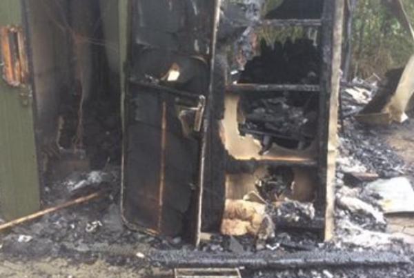 Brandstifter på fri fod: flere påsatte brande på samme nat