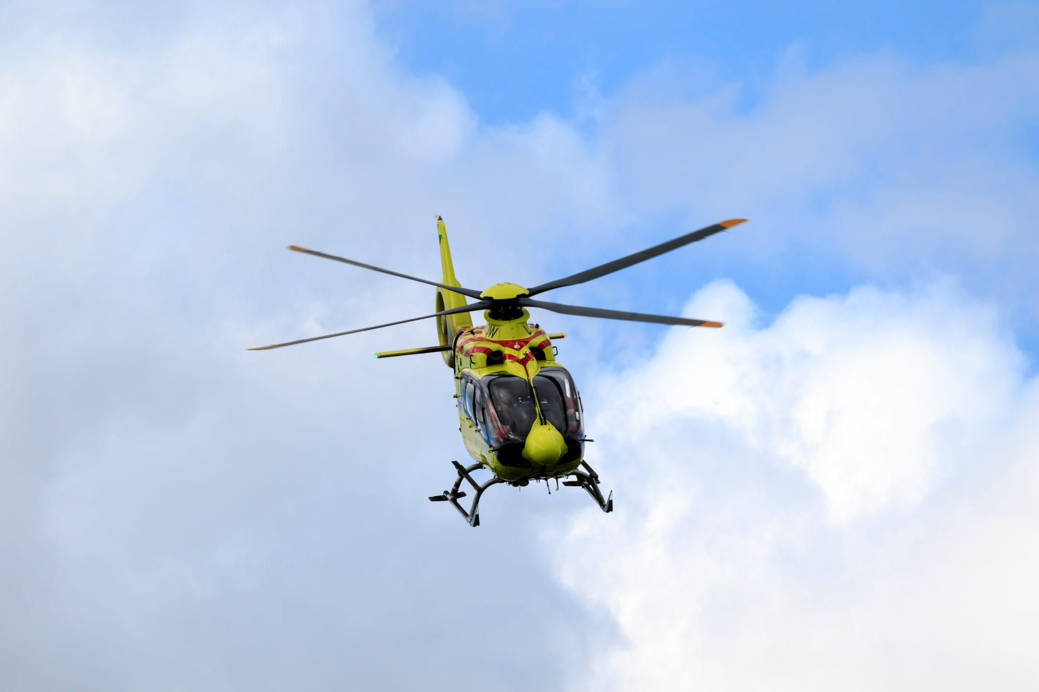 Motorvejsulykke: Person fløjet til hospitalet
