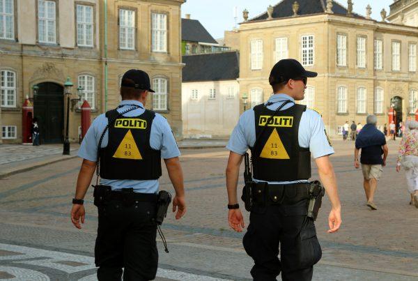 Politiet efterlyser to mænd: Har du set dem?