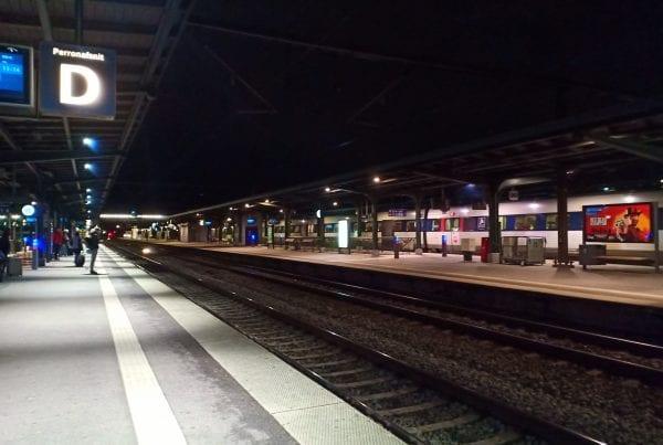 Drama i nat: Mand faldt ned på togskinner
