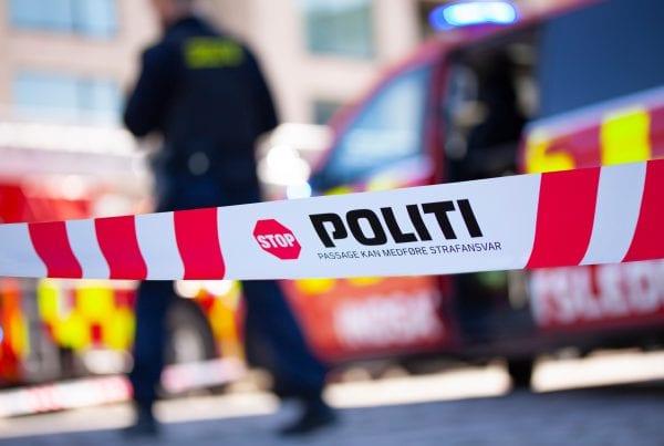 Politi massivt tilstede ved mistænkeligt dødsfald
