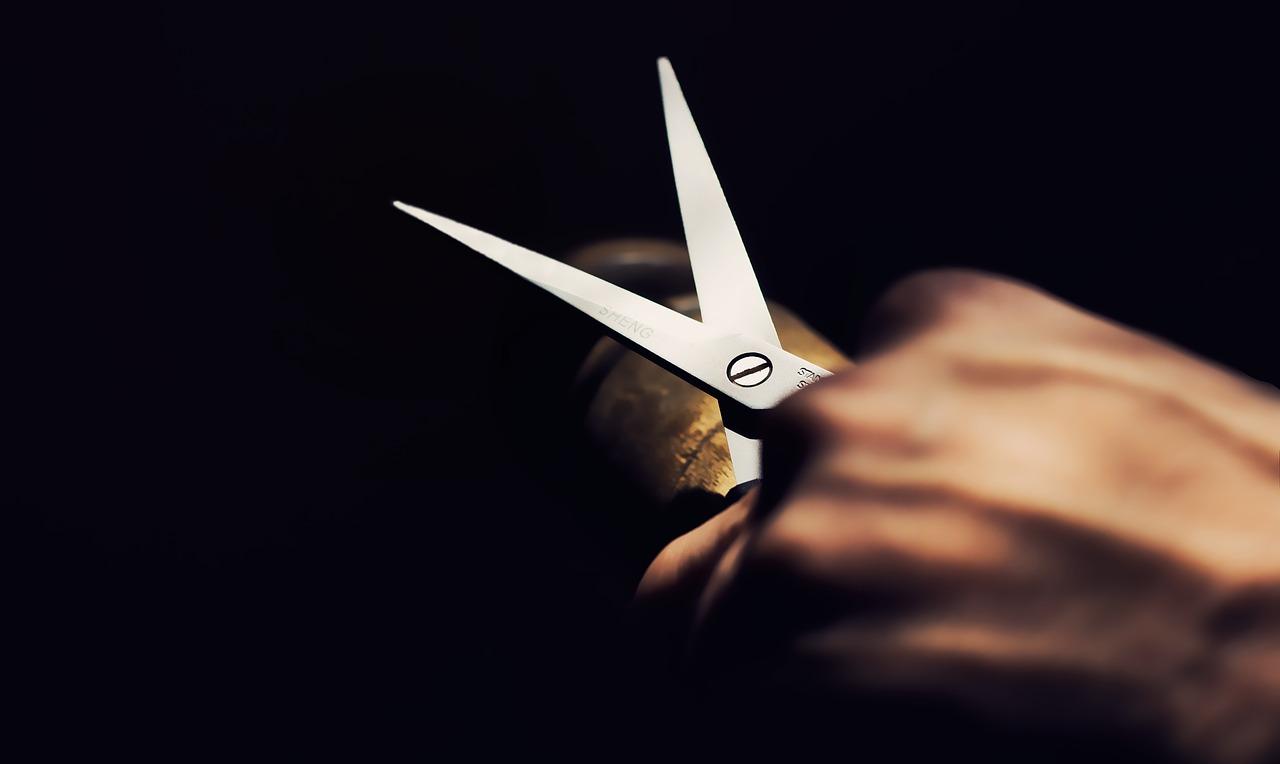 Vanvittigt: Mand stukket ned med saks