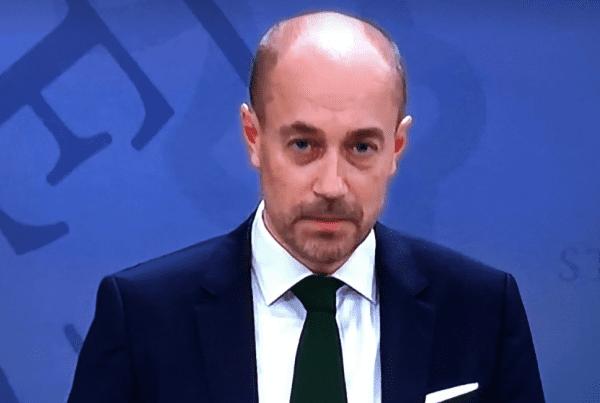 Sundhedsministeren: ''vi vil se en akut og drastisk stigning i antal indlagte''