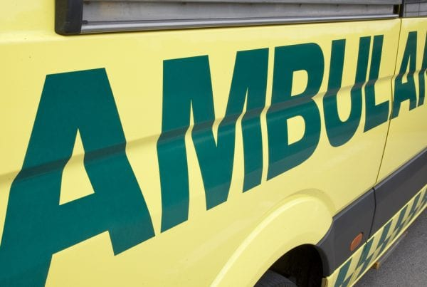 64-årig mand påkørt af bakkende lastbil - nu er han afgået ved døden